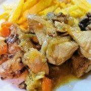 El arte de la comida casera. Esta receta de pollo en salsa al estilo tradicional es un ejemplo